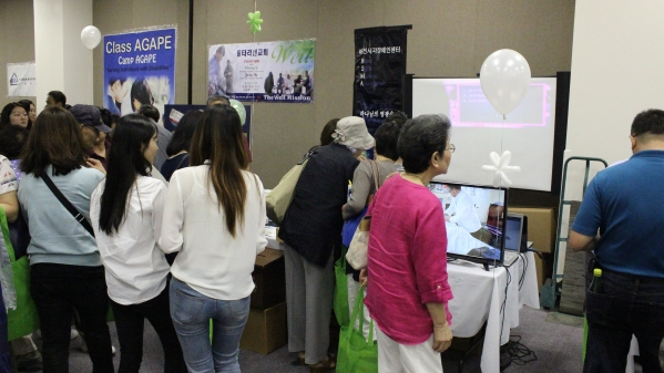 2015 OpenBank NPO Fair 047.JPG
